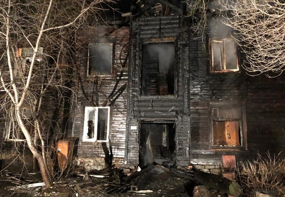 """Дом сильно выгорел и восстановлению не подлежит. Фото: читатель """"КП"""""""