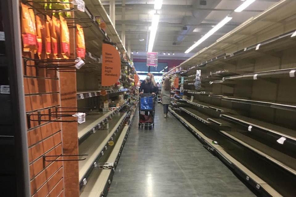 Метут из магазинов в основном заморозку, консервы, крупы. Фото: личный архив Андрея Туманова