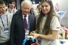 Российская школьница создала бионический протез и разрабатывает переводчик с языка жестов