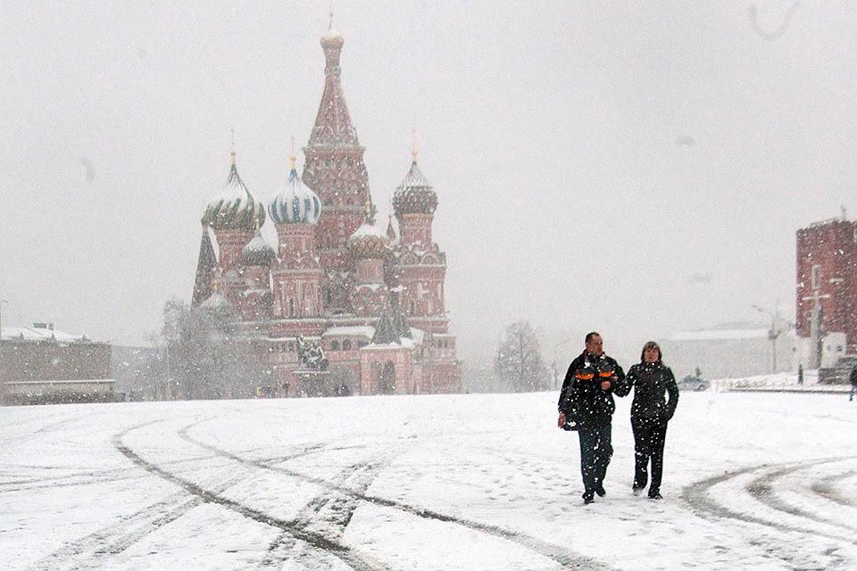 Снег, метель и морозы: на Москву снова надвигается зима