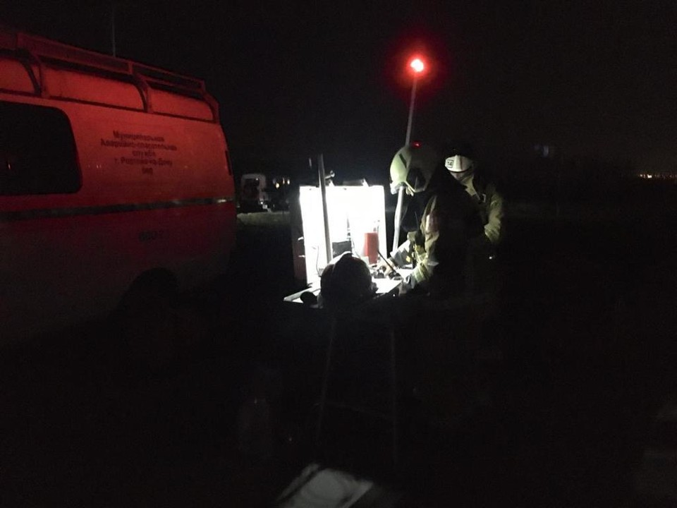 Огнеборцам еще предстоит полностью устранить возгорание. Фото: ГУ МЧС России по РО.