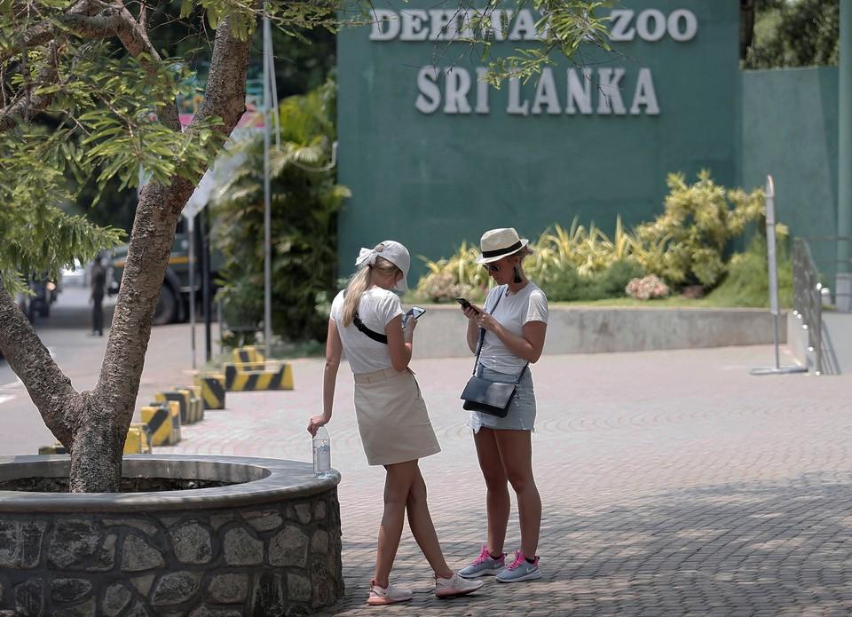 Российские туристы не могут покинуть Шри-Ланку, авиабилеты на родину стоят по 200 тысяч рублей.