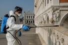 В Италии действительно умирают тысячами. Но не только от инфекции