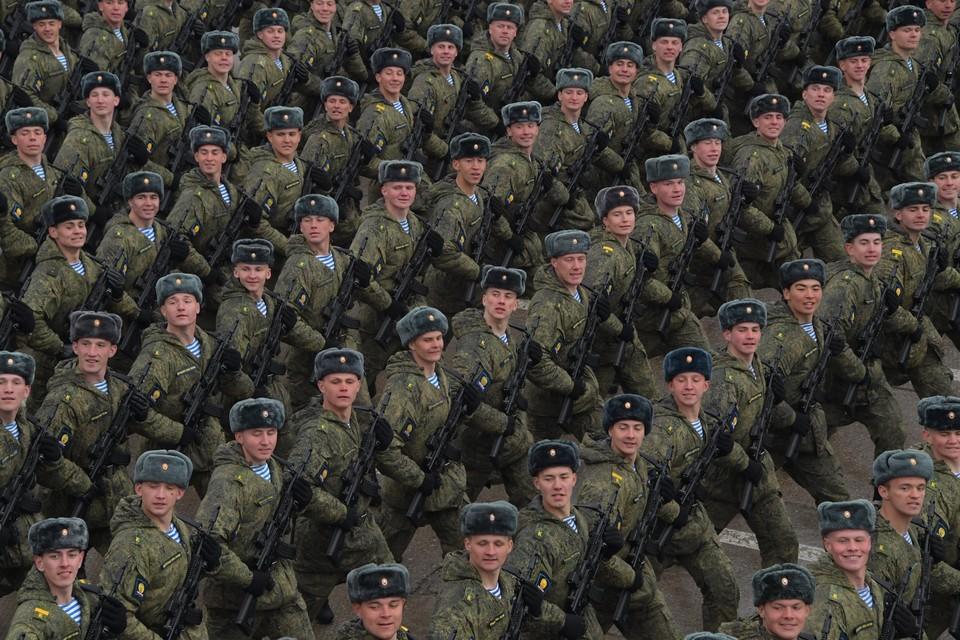 Курсанты во время репетиции парада Победы на военном полигоне `Алабино`, весна 2019 года.