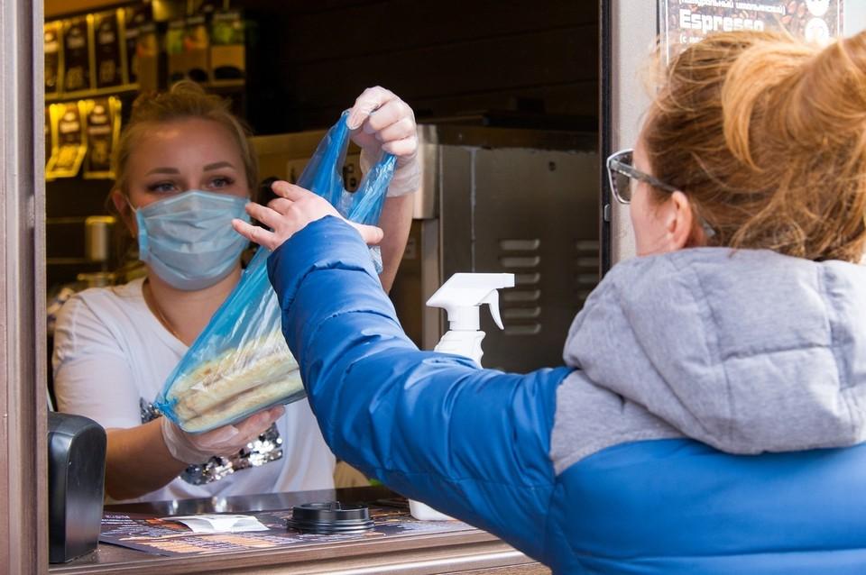 Все сотрудники должны измерять температуру тела прежде, чем приступить к работе.
