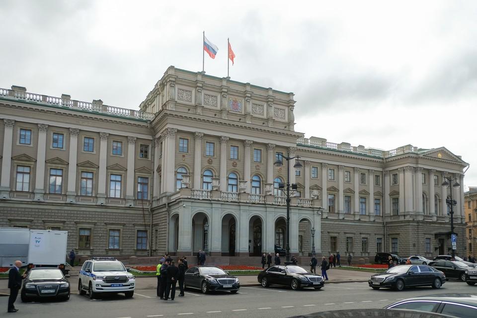 В петербургском парламенте рассмотрели «антивирусный» пакет законов.
