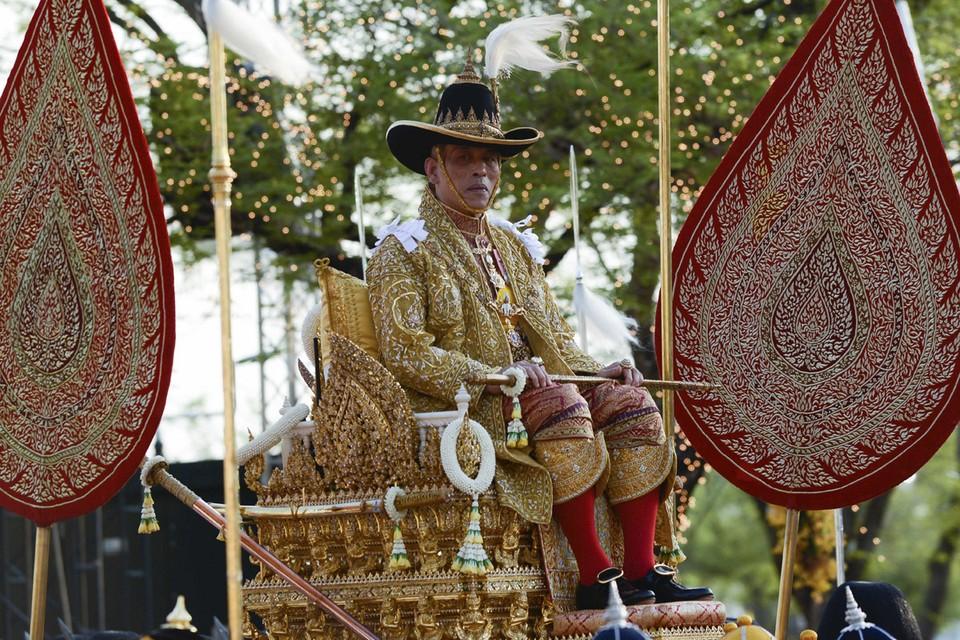 По сообщениям мировых СМИ, спасающийся от коронавируса тайский король Маха Вачиралонгкорн, Рама 10-й, уединился с 20 дамами на баварском горнолыжном курорте.