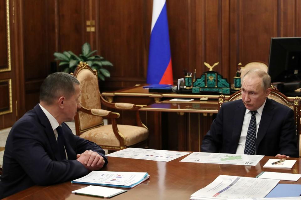 Юрий Трутнев и президент России Владимир Путин во время встречи в Кремле. Фото: Михаил Климентьев/ТАСС