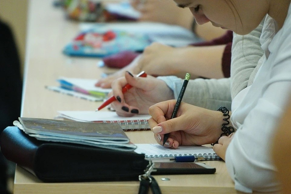 В родительском комитете согласились с необходимостью продлить учебный год для 11-классников