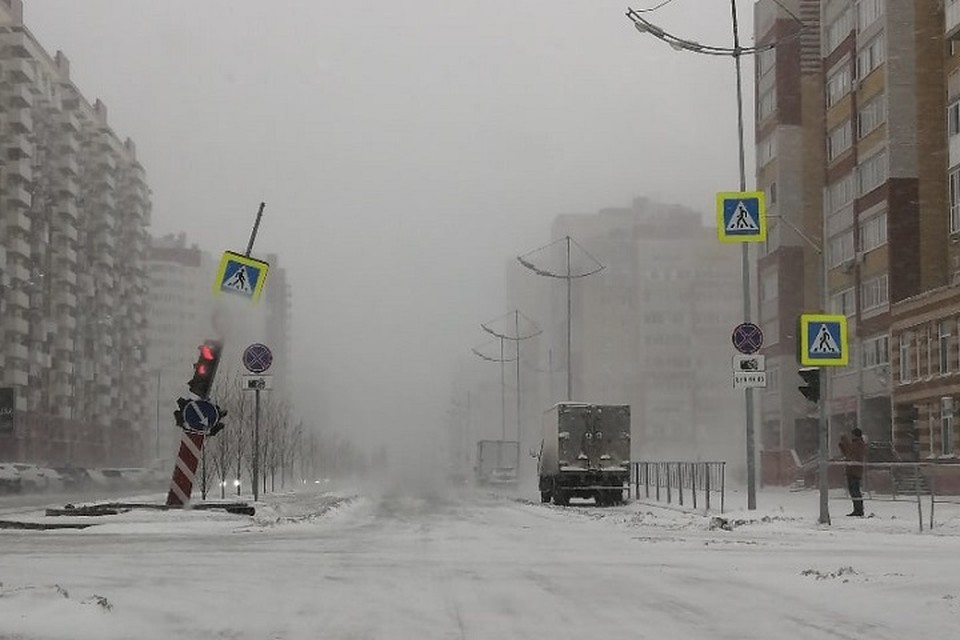 Зима вернулась: снежная буря в Тюмени сносила балконы, заборы и деревья. Фото: Татьяна Юргинова