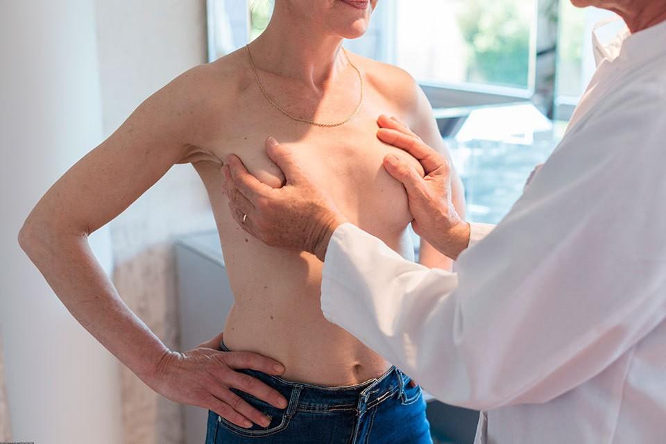 А вот суд отказался делить силикон, потому что он стал частью женского тела. Фото: Globallookpress