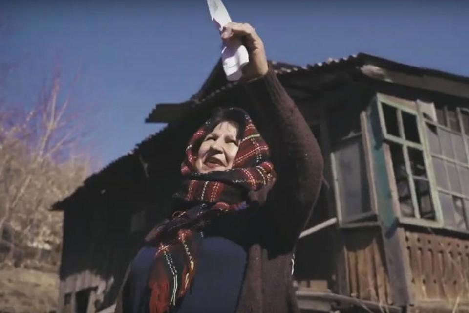 Галина Харитонова записала уже второй трек. Фото: скриншот с видео
