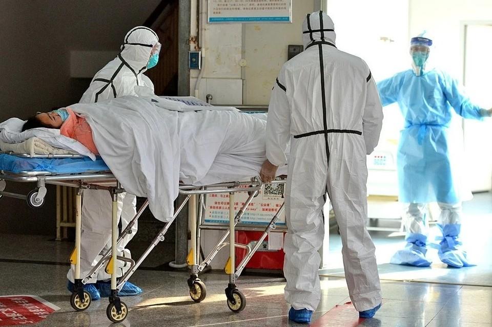 Увеличилось число пациентов с осложнениями, среди заболевших много людей среднего возраста