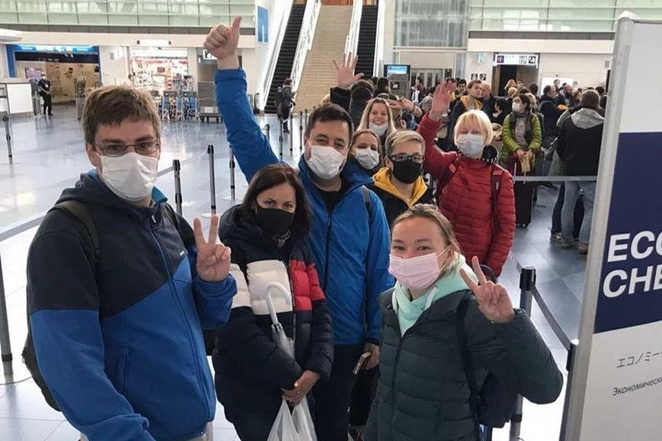 Россияне перед вылетом из Японии. Фото: посольство РФ в Японии (фейсбук)