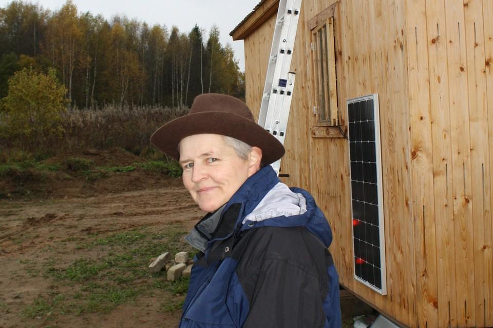 61-летняя немка счастливо живет в глухой русской глубинке на 12000 рублей в месяц