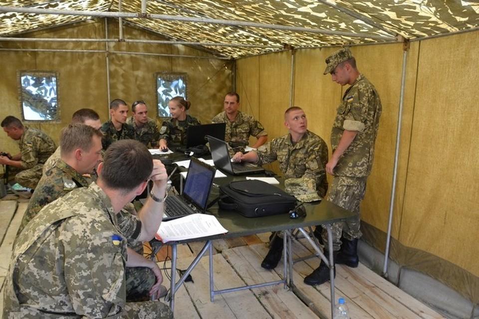 Украинские специалисты инфовойны получат новую технику и пройдут подготовку в США. Фото: МОУ