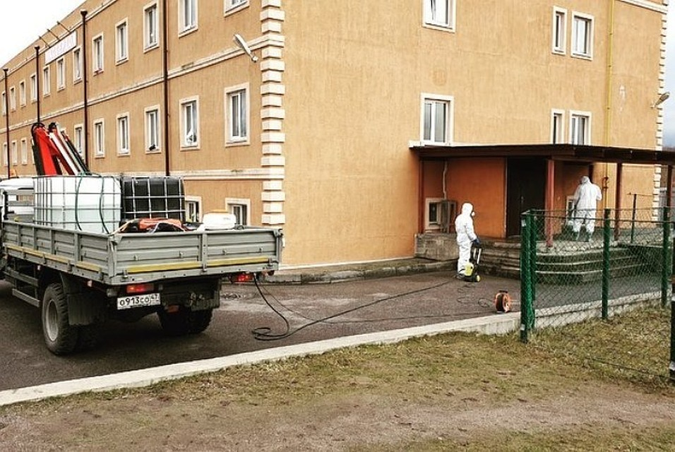Обработка общежития, где жили мигранты Фото: Всеволожская госветстанция