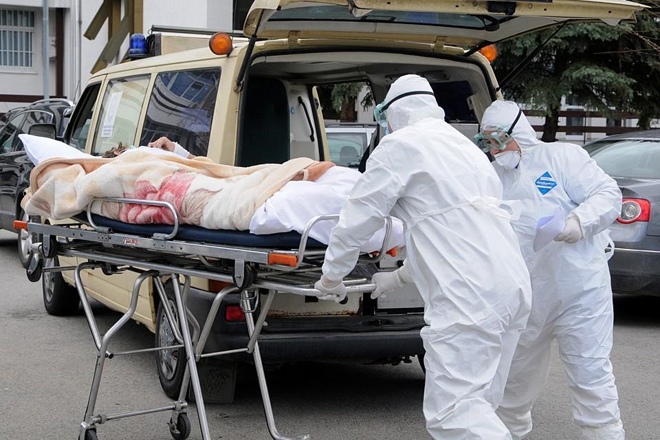 Глобальная эпидемия - та же война. Но вместо термоядерных ударов по городам, испепеляющих живое и неживое, вирус становится своеобразным аналогом нейтронной бомбы
