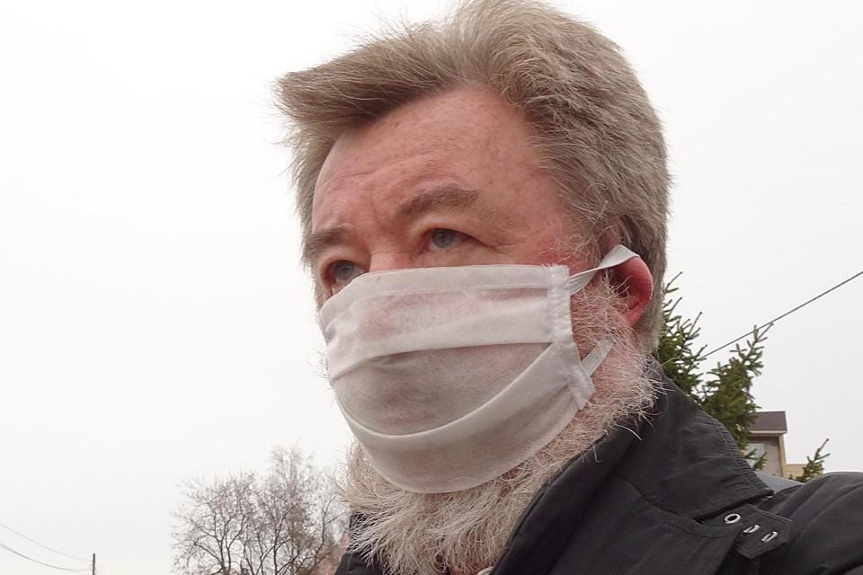 Лицо пандемии в самопальной маске