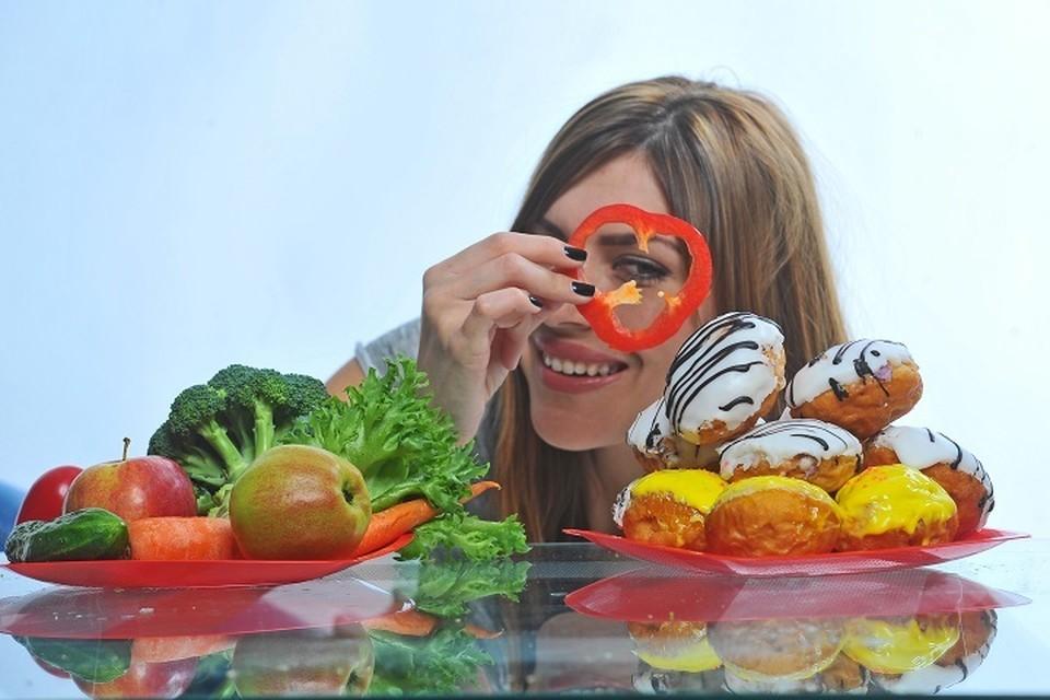 Специалисты Роспотребнадзора предлагают сбалансировано питаться во время самоизоляции.