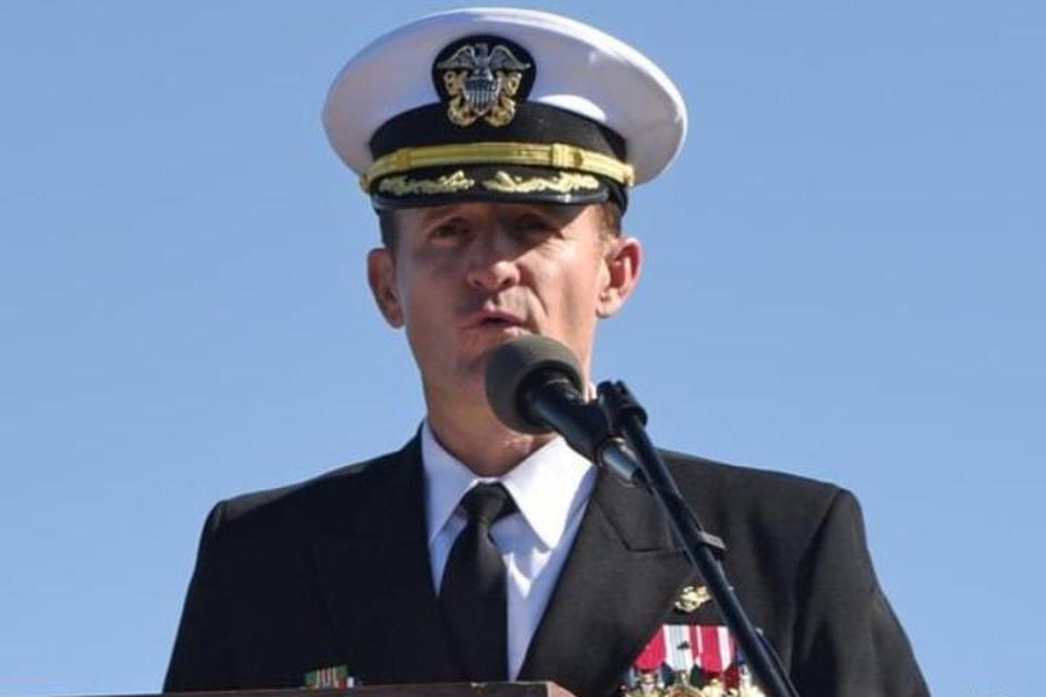 Ккапитан авианосца «Теодор Рузвельт» Бретт Крозье был уволен за рапорт о коронавирусе на борту
