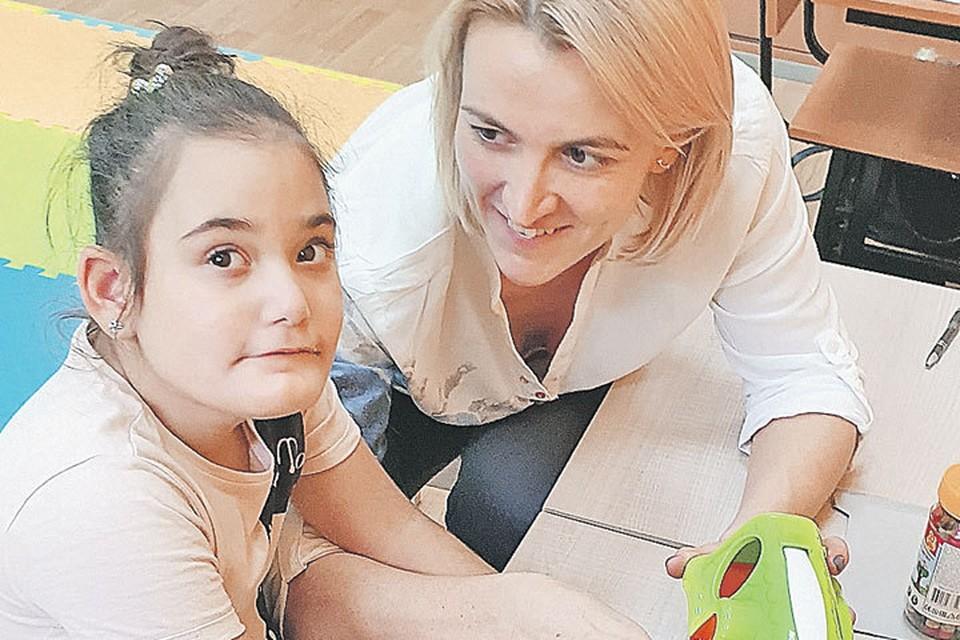 Научиться общаться с детьми, пойти в школу Марьяше поможет годовой курс реабилитации. Фото: Семейный архив