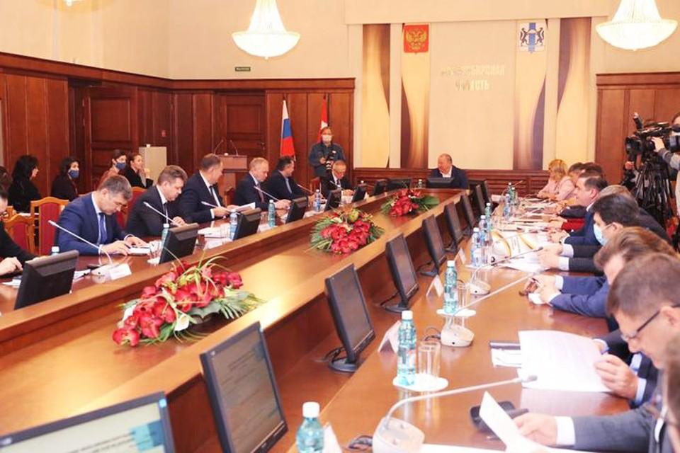 Изменения в бюджете - корректировки не только финансов, но и ценностей и приоритетов. Фото: zsnso.ru