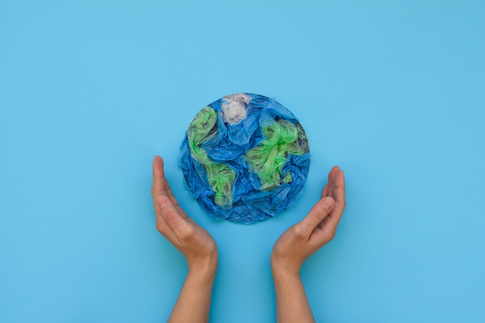 Вторая жизнь пластика - это толчок не только к развитию технологий и экономики, но и возможность решить глобальную проблему экологии. Фото: shutterstock.com.