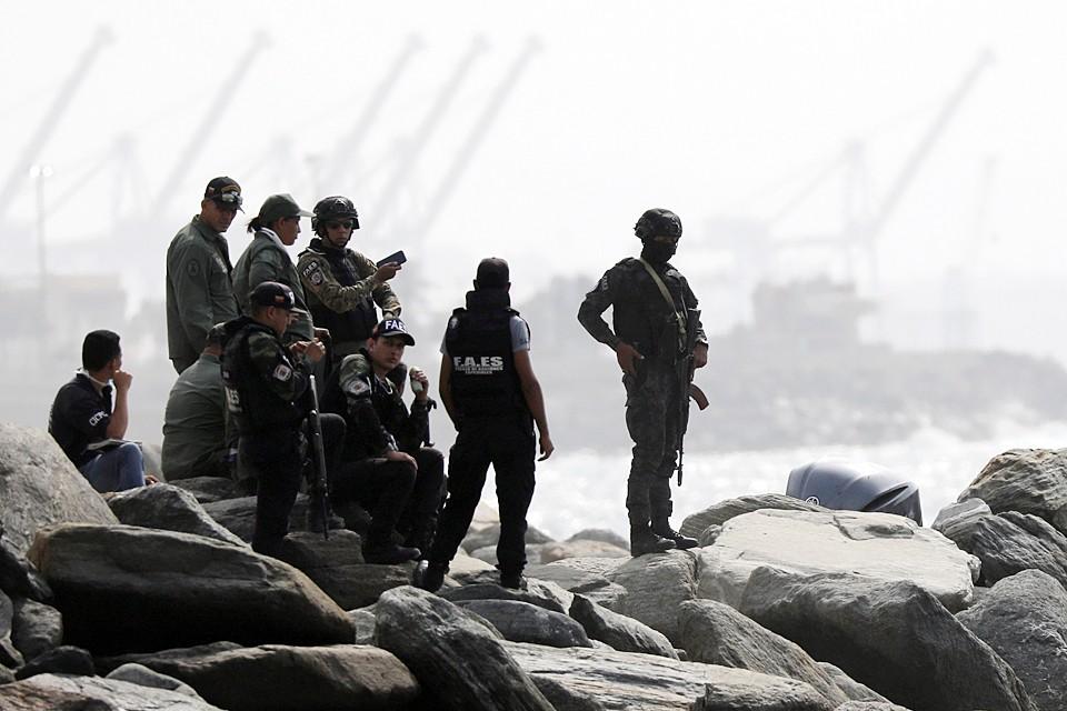 В результате скоротечного боя погибли восемь нападавших, еще 15 задержали власти