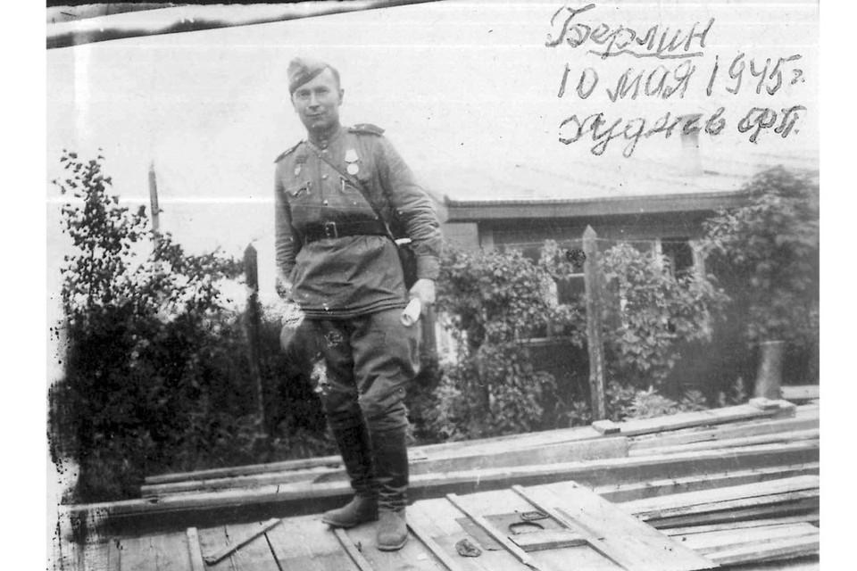Участник трех войн Федор Петрович Худяев. Берлин, 10 мая 1945 г. Фото из коллекции ГАНО.