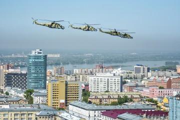 Воздушный Парад Победы в Новосибирске 9 мая 2020 года: лучшие фото вертолетов и истребителей над городом