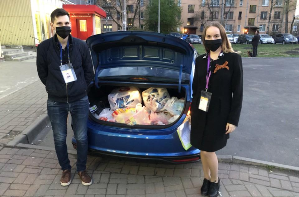 Елена вместе с мужем развозят продукты с 27 марта ФОТО: Личный архив героя публикации