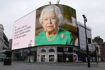 Елизавета II вернется в Букингемский дворец только осенью