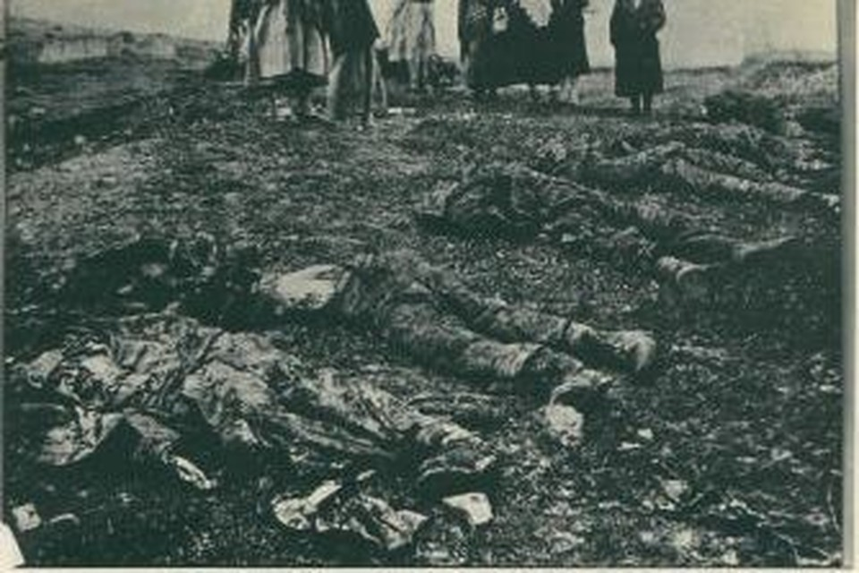 Жертвы расправы нацистов над мирными жителями города Старый Крым. Архивное фото