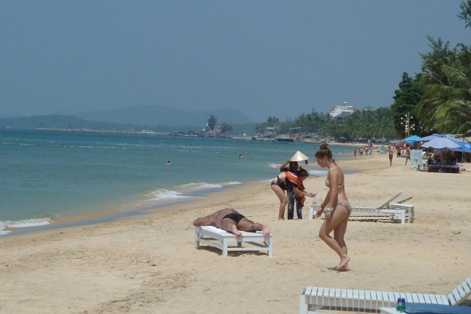 Все началось с турецкого пляжа. Сюзи идет вербовать Рому.