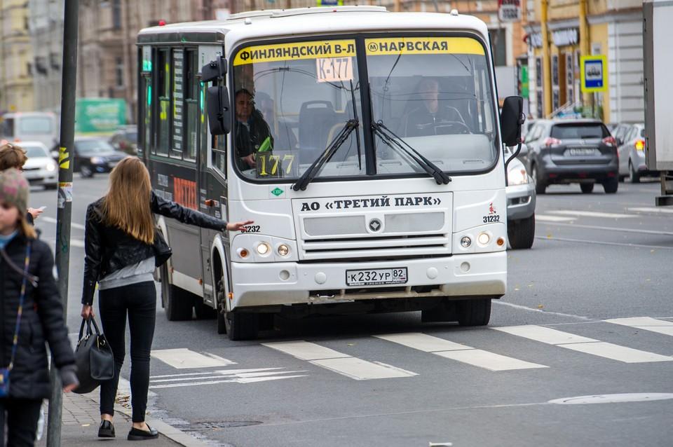 Транспортную реформу в Петербурге отложили, но маршрутки, дублирующие городской транспорт, могут убрать уже летом.