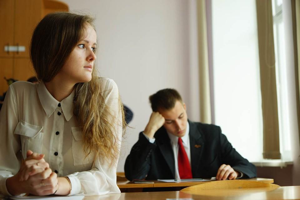 Несмотря на то, что срок единого госэкзамена перенесли, сдавать его все равно придется тем, кто собирается продолжить свое обучение