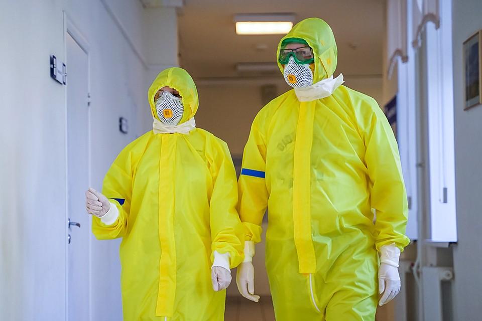 Порядок выплат медикам, которые работают с коронавирусными пациентами, был нарушен в более чем 12 регионах России.