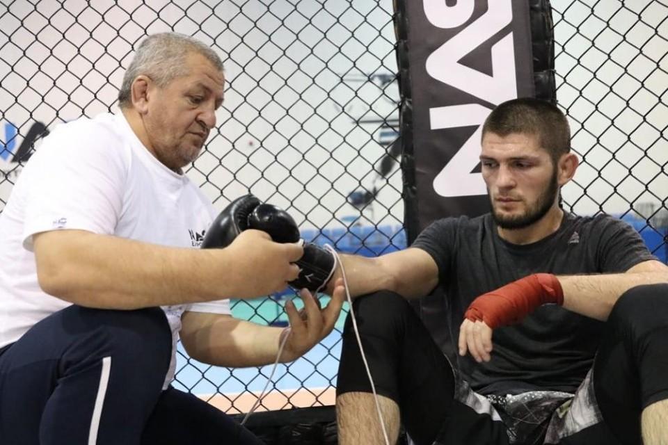 Хабиб и его отец, легендарный тренер Абдулманап Нурмагомедов