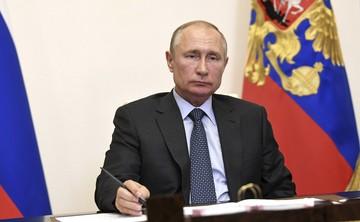 Владимир Путин - «КП»: Ваши читатели ценят фирменный стиль любимой «Комсомолки»