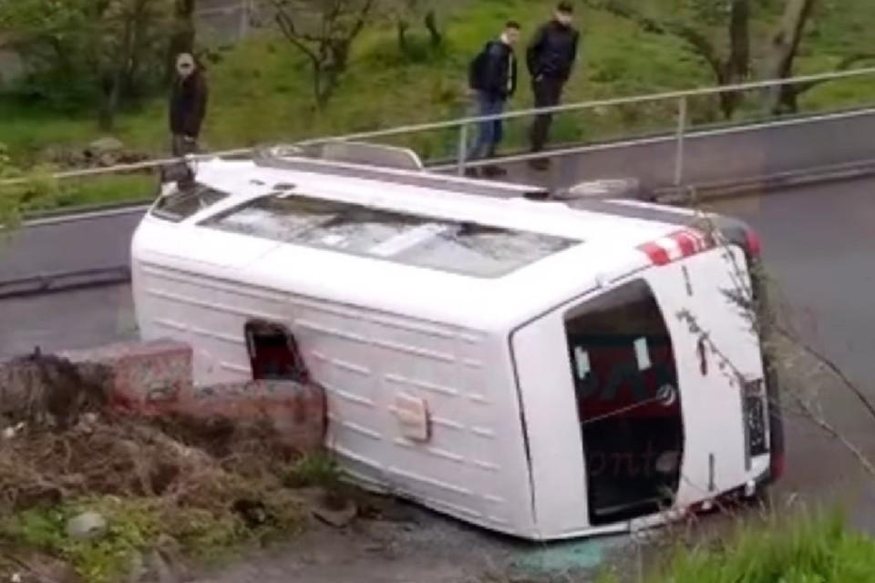 Mercedes покатился вниз по склону без водителя