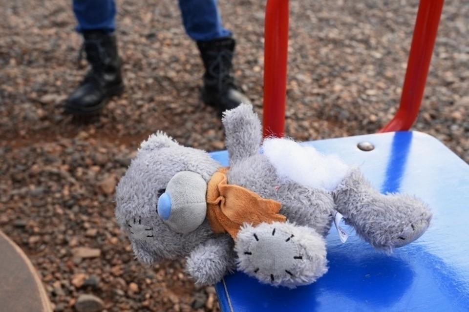 Девочка пыталась убежать, но 16-летний мерзавец ее догнал и задушил.