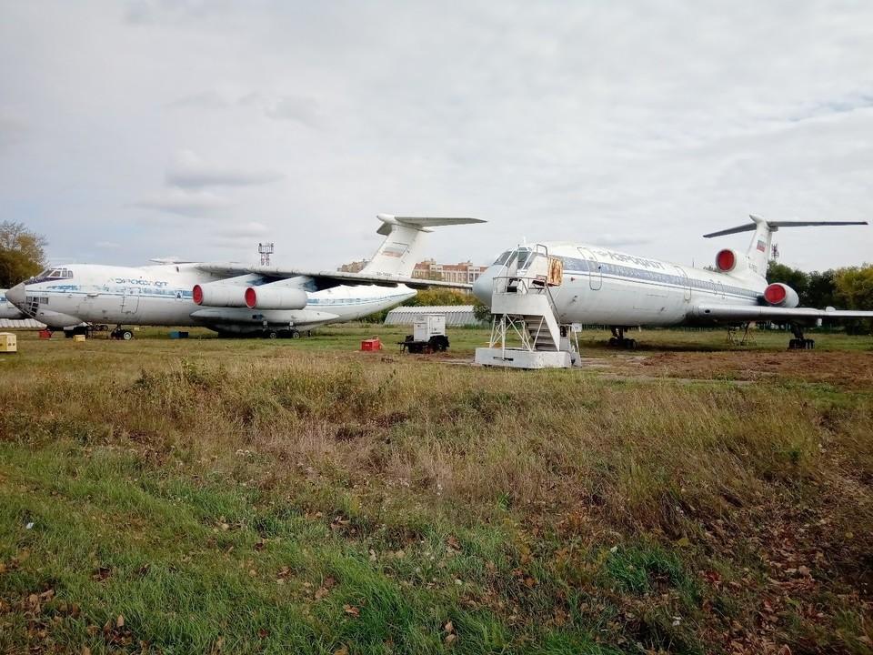Тест на коронавирус оказался положительным у одного из сотрудников авиабазы летного колледжа в Калачинске.
