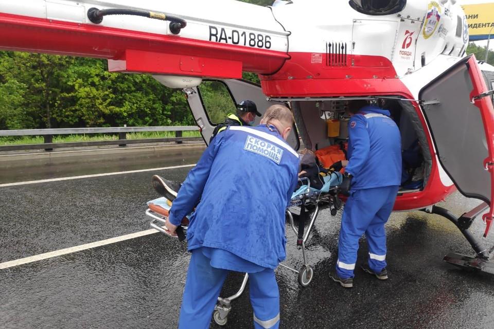 Пострадавших эвакуировали в больницу на вертолете. Фото: департамент ГОЧСиПБ Правительства Москвы