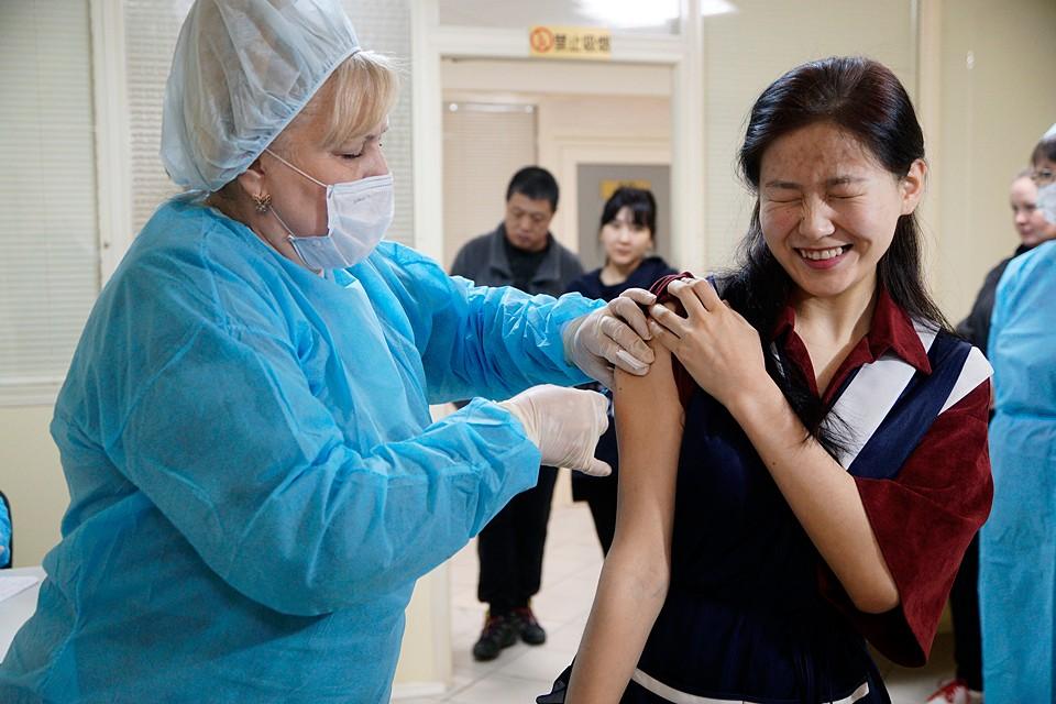 150 разных организаций, включая институты и компании, ведут работы по подготовке вакцины от COVID-19