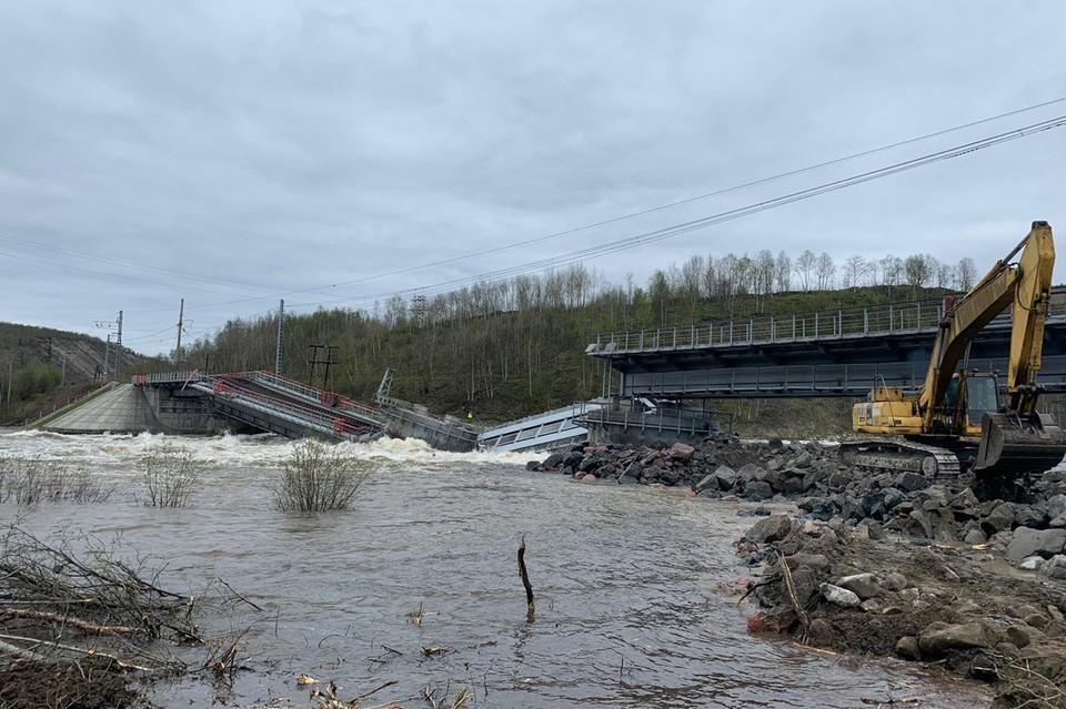 Железнодорожный мост не выдержал паводка. Фото: МЧС по Мурманской области