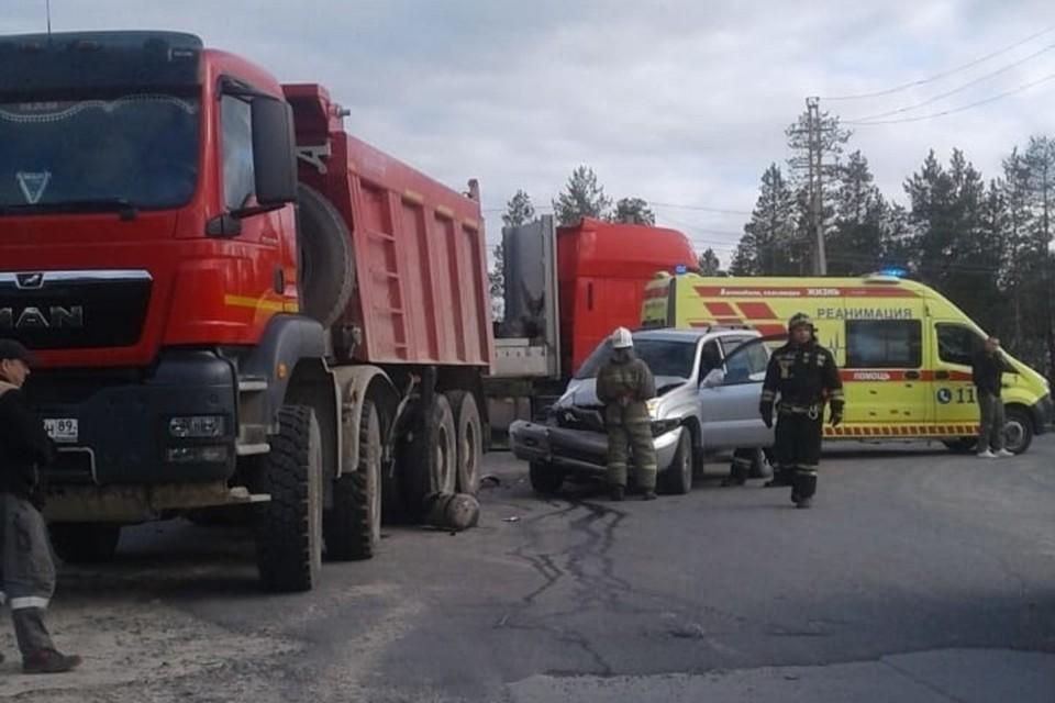 На трассе Сургут - Салехард легковушка врезалась в грузовик Фото: 89.mchs.gov.ru