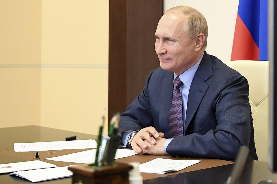 Путин будет рекламировать отечественные костюмы