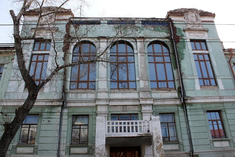 Ранее сообщалось, что ремонт Реального училища обойдется в сумму от 700 млн до двух млрд рублей.