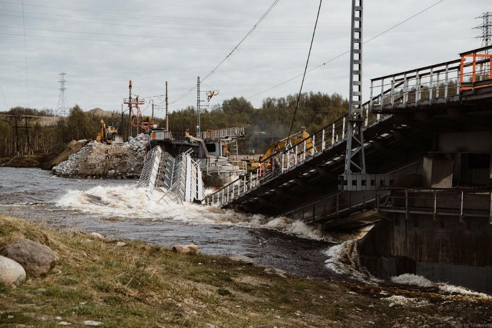 В крушении моста в Выходном виноват явно не паводок. Фото: Руслан Тулупов